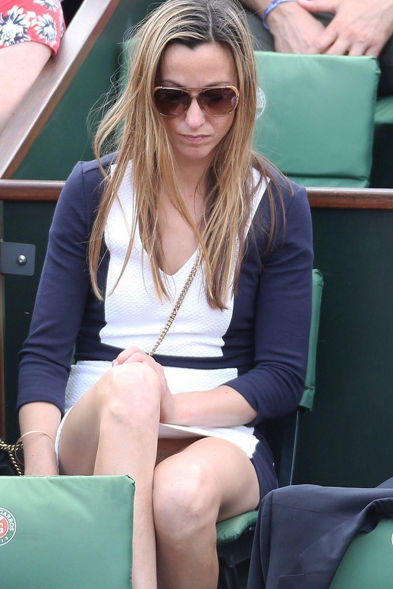 Professor reccomend French open upskirt