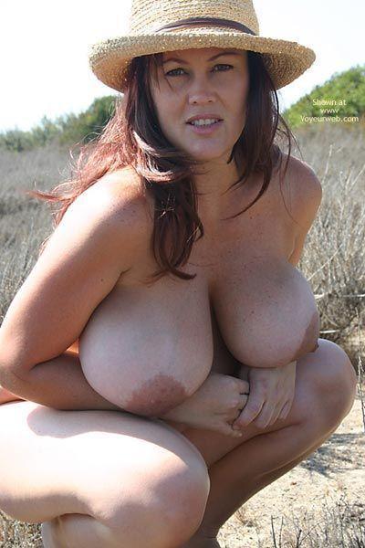 Voyuer under boobs